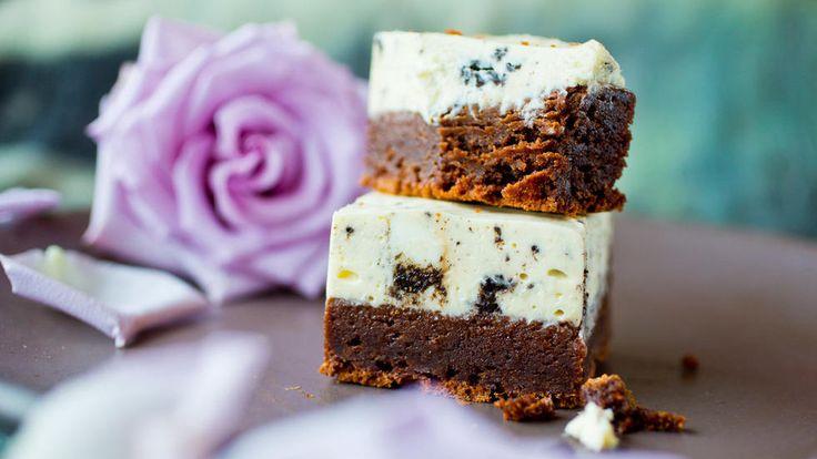 En sensuell brownies med Oreo-ostekrem på toppen fungerer aldeles strålende som dessert.