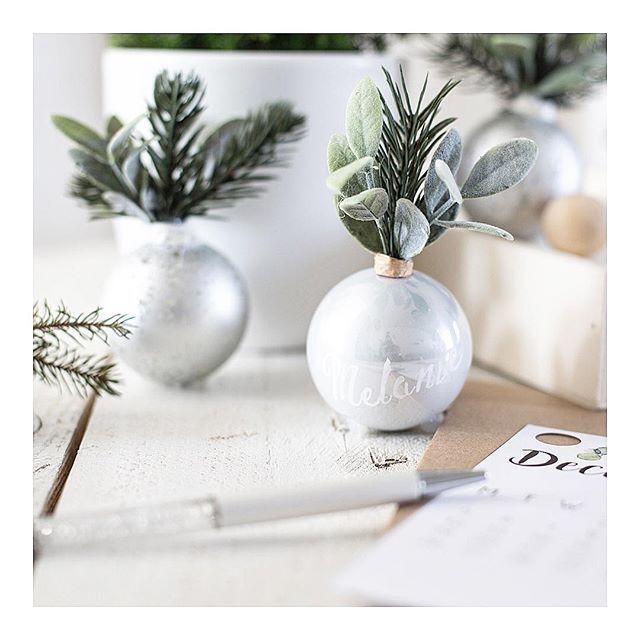 Si vous veniez sur le blog découvrir comment détourner des boules de Noël en marques places ? Parce que Noël eSt aussi synonyme de créativité et seconde vie avec @ikeafrance Lien dans ma bio ✨ • • • #whitemoment #blog #beautiful #blogger #christmas #diy #mondiyamoi #handmade #kraft #kraftdesign #handkraft #psimadeit #doitmyself #doityourself #ladelicateparenthese #christmasdiy #ikea #ikeahack #hacking #chrisastree #naturalslowlife #interiordesign
