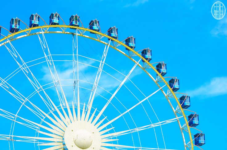 I love this shot. I never quite understood why you would go in the ferris wheel. To slow? - Tilburgse Kermis 2014
