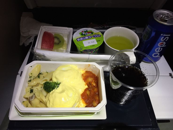 ANA 217, Tokyo-Haneda - Munich (economy) Dinner: Poached eggs Benedict with penne and broccoli, baked beans and tomato sauce, Yoghurt, Fruit salad