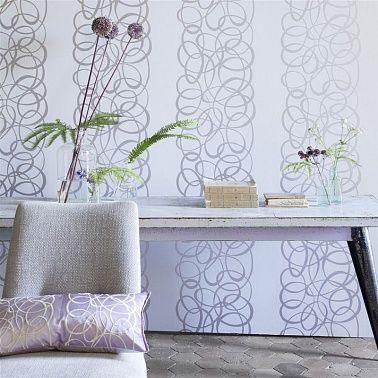Серебряные плавные линии на стенах вашего помещения ...