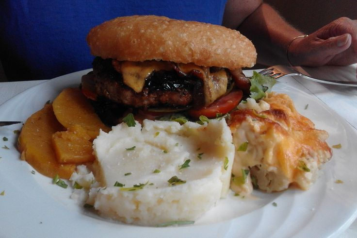 Hamburger at The Red Tin Roof - Riebeeck Kasteel (Owners: Jacques & Sam Pauw)