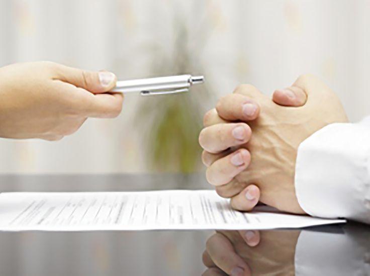 La résiliation d'un contrat d'assurance, c'est-à-dire le fait d'y mettre fin avant sa date d'échéance, peut être demandée par l'assureur ou par l'assuré. Voici quelques points essentiels à connaître.