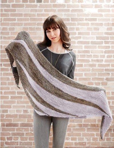 Triangle Shawl - Patterns   Yarnspirations, free knitting pattern, #breien, gratis patroon (Engels), omslagdoek, twee kleuren in elkaar overlopend, #breipatroon