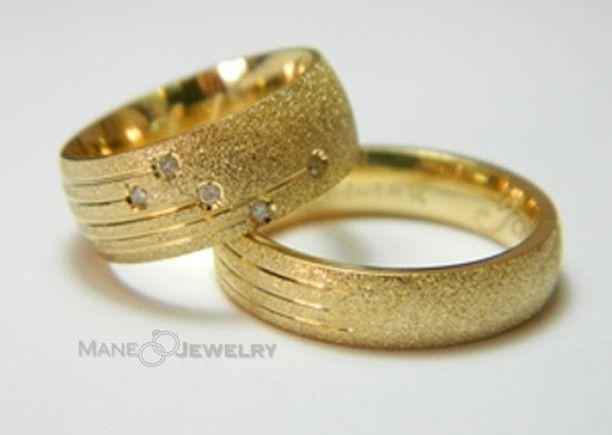 Cincin kawin white star....keren dengan tatanan batunya yang bagaikan bintang jatuh  Bahan bisa di custom (emas perak dan palladium). Free ukir nama free ongkir se-indonesia dan exclusive ringbox  Pemesanan via WA 0856-4710-9585 atau 0856-4710-9586  PIN BBM 7B78962D atau 5EF00BA2  #cincin #cincinkawin #cincincustom #cincincouple #couple #weddingring #menikah #bahagia #emas #perhiasan #cincinjakarta #surabaya  #bandung #malang #medan #jogjakarta #cincinjogja #cincinbandung #cincinsamarinda…