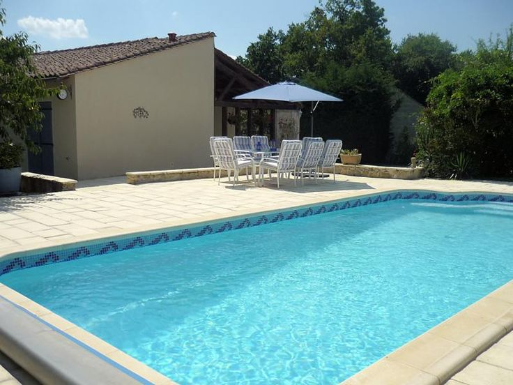 who's dreaming of summer? this lovely house near Cognac and the golf course with a pool is waiting for you!