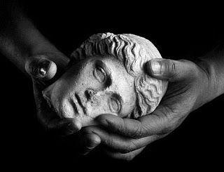 La función del arte y la obra artística como producto de consumo. : Nadie muere en domingo