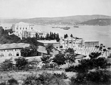 İrlandalı fotoğrafçı tarafından 1851 yılında çekilen İstanbul'un ilk fotoğrafları Dolmabahçe palace.