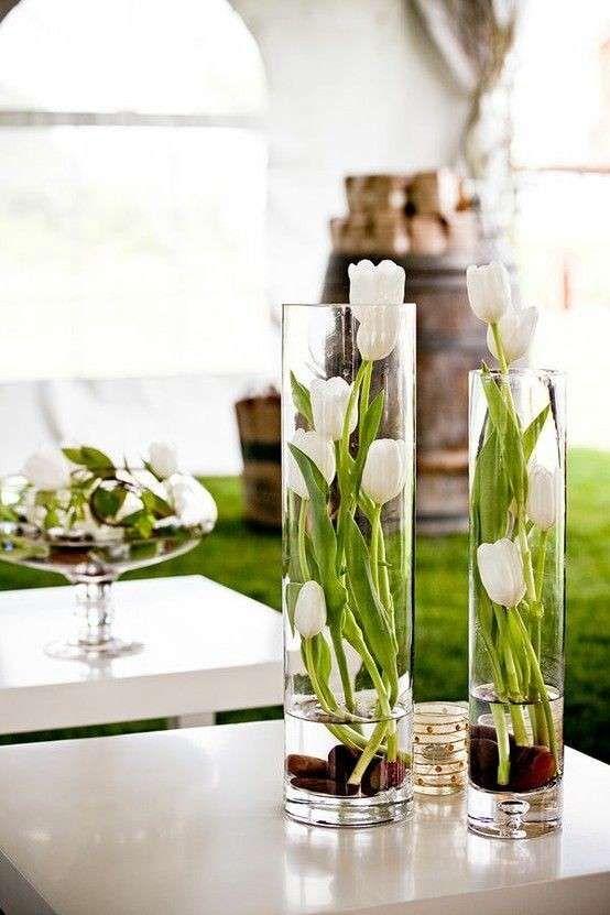 Centrotavola elegante - Centrotavola con tulipani bianchi