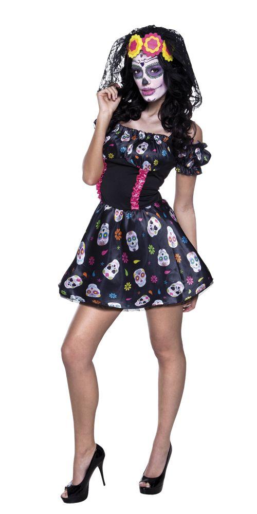 Miss Sugar Skull. Miss Sugar Skull-naamiaisasu on ehdottoman trendikäs ja hyvännäköinen asu Halloween-bileisiin. Sugar Skull -pääkalloin koristellun mekon lisäksi asuun kuuluu näyttävä päähine. Oheistuotteista löydät lisää asusteita, mikäli haluat täydentää asuasi lisää.