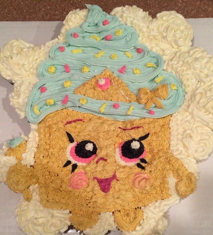 """Shopkins  """"Cupcake Queen"""" Cupcake Cake"""