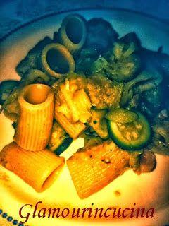 Glamour in cucina: Mezze maniche con salsa di porro, pancetta e zucchine
