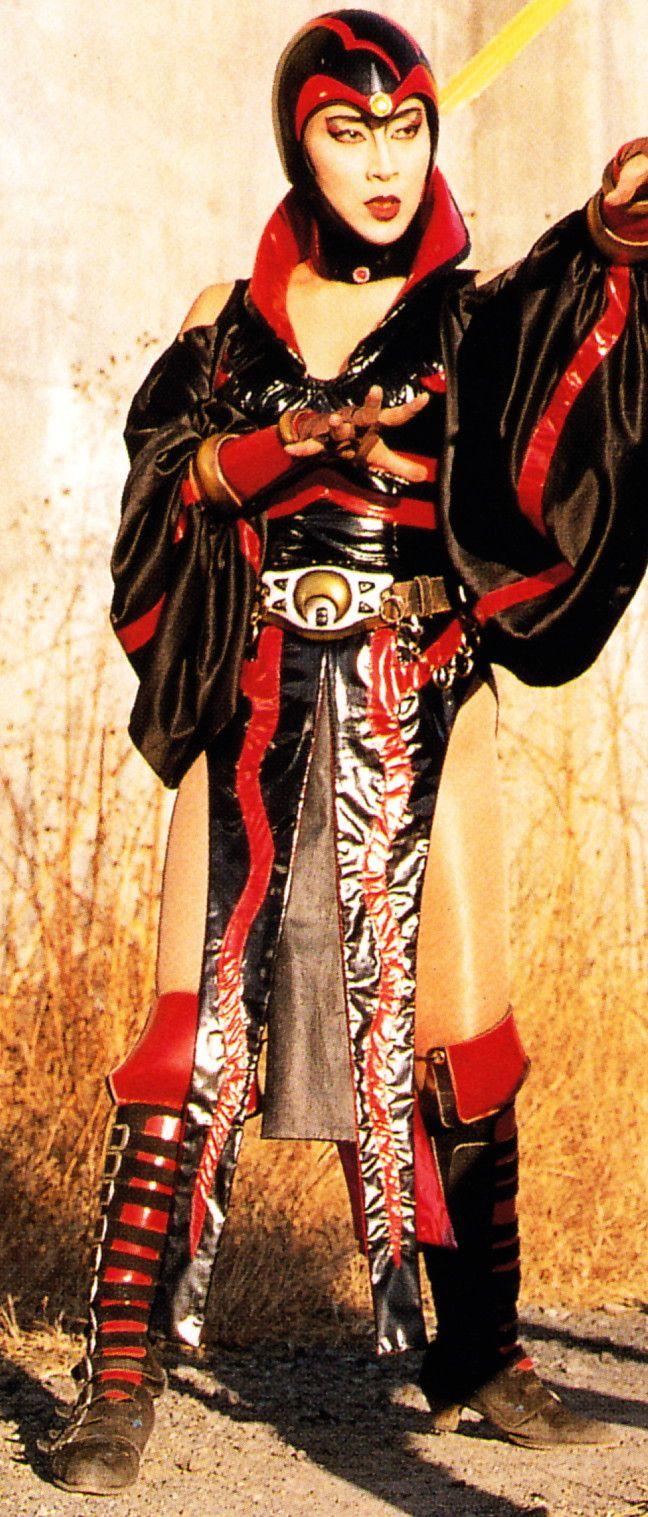クライシス帝国の四大隊長の1人で、妖力を使う怪人部隊を率いている 多彩な妖魔術を身につけた純粋なクライシス人の女戦士で帝国きっての魔導師 帝国への忠誠心は厚く、様々な妖術と策略で光太郎を苦しめた 最期は光太郎を懐柔しようとしたクライシス皇帝に逆らったため処刑された