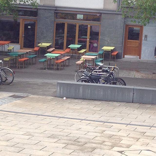 #germany #stuttgart #streetphotography #road #street #door #window #table #bench #bicycle #colors #colours #fahrrad #orange #mint #tür #fenster #bank #tisch #straße #stone #grey #mintgrün #grau #Stones #steine #farben #stuttgartcity #stadt