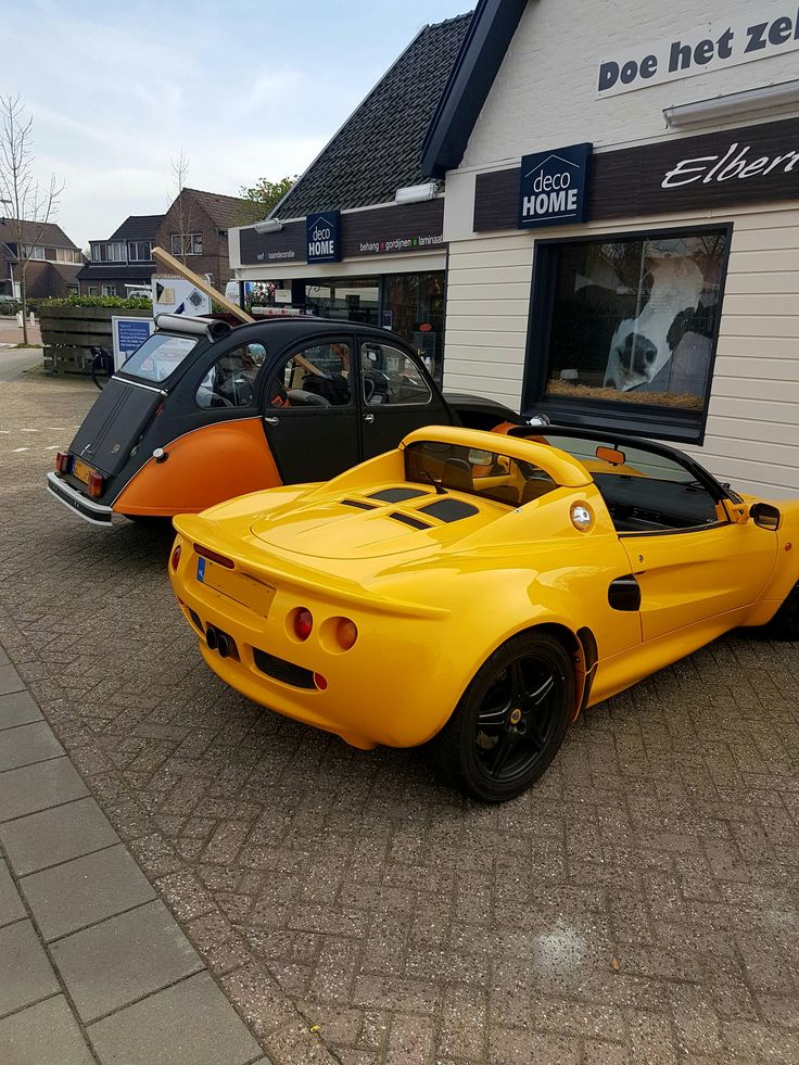 Lotus Elise in front of local wood shop #carspotting #cars #car #carporn #supercar #carspotter #supercars