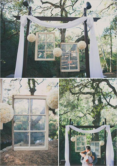 Een venster. :) Of een paravan. Of met parasols.