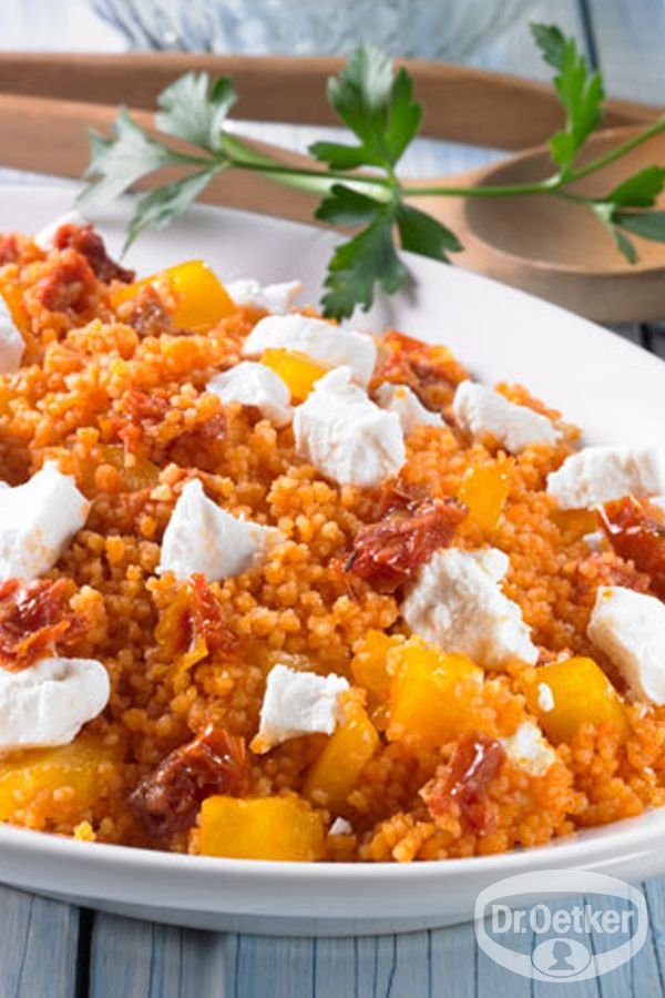 Mediterraner Couscous-Salat: Mediterraner Salat mit Couscous, Tomaten und Ziegenfrischkäse