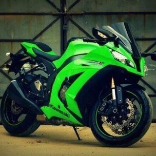 Kawasaki ninja 1000, only mine would be black