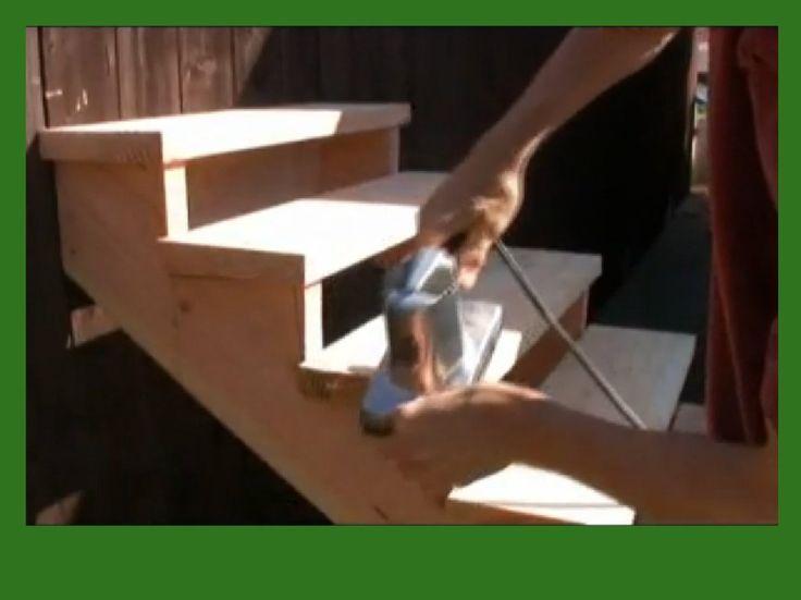C mo hacer una escalera de madera navidad - Como construir una escalera de madera ...