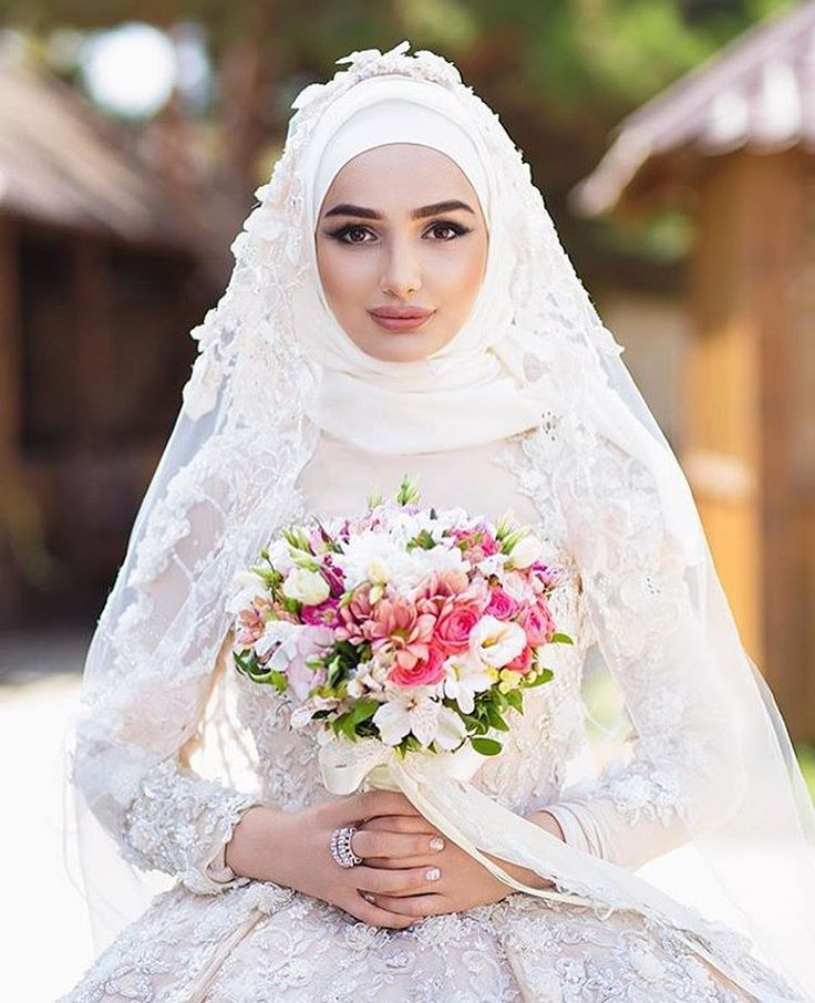 """600 Likes, 14 Comments - Hijabi Bride Fashion  (@hijabiwedding) on Instagram: """"Gorgeous  ✨ and did you notice that she's wearing a shirt below that nothing is transparent yet it…"""""""