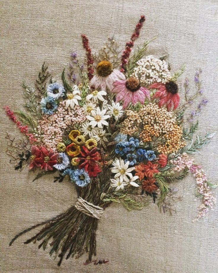 """좋아요 363개, 댓글 28개 - Instagram의 오피아(@opia8610)님: """"봄 마중-  손이 게으런 나 어쩌자고 이렇게 많은 꽃을 피울 생각을 했는지... 모처럼 다양한 기법으로 수 놓기 #꽃다발자수 #프랑스자수"""""""