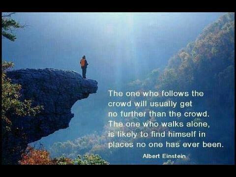 群れについていくものは、普通は群れよりも遠くには行けない。 一人で歩くものは、気がついたら誰も行ったことがない場所を見つけていることが多いものだ。 アルバート・アインシュタイン