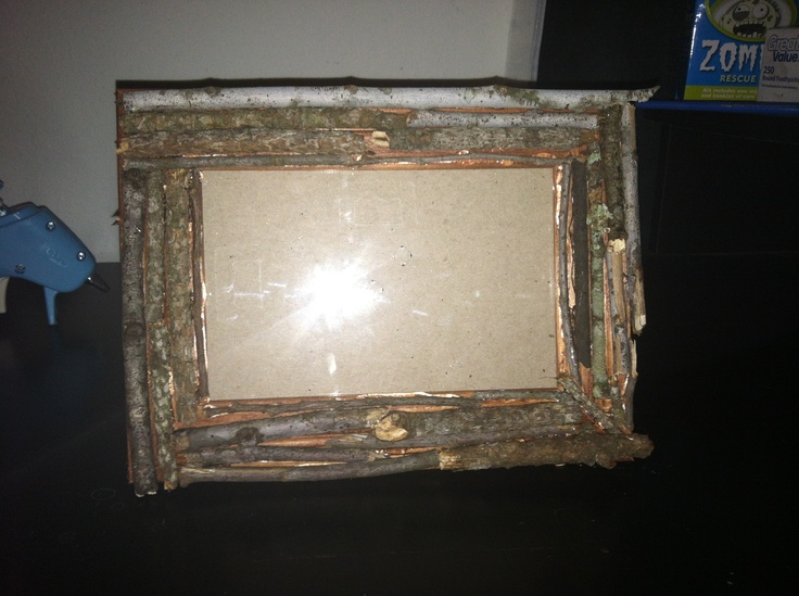 Twig picture frame~check out:  http://celticjessica.blogspot.com/