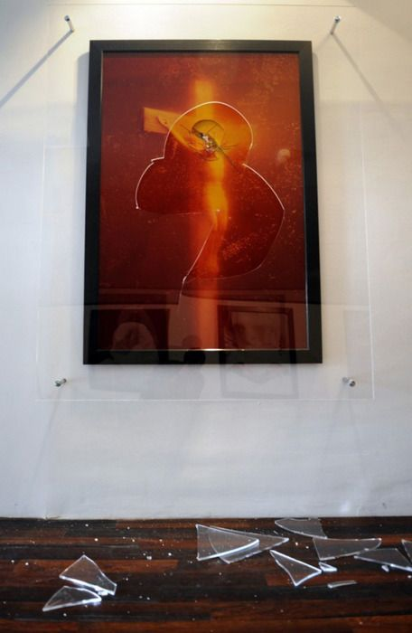"Andres Serrano ""Piss Christ"" / Attacked with a hammer in 2011"