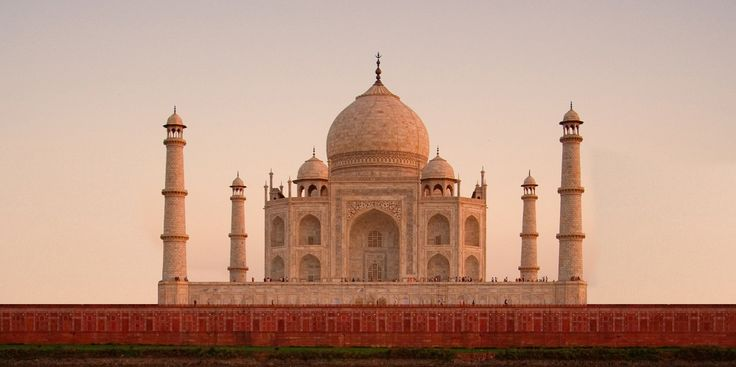 Taj Mahal, a World Heritage Site and one of the Seven Wonders of the World - Easy Tours of India
