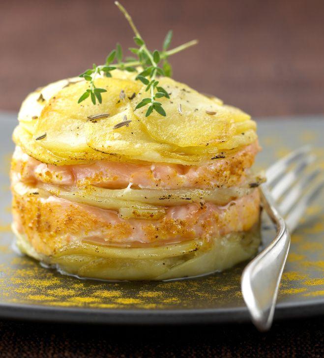 Découvrez la recette de Mille-feuille de pomme de terre au saumon, Plat à réaliser facilement à la maison pour 4 personnes avec tous les ingrédients nécessaires et les différentes étapes de préparation. Régalez-vous sur Recettes.net