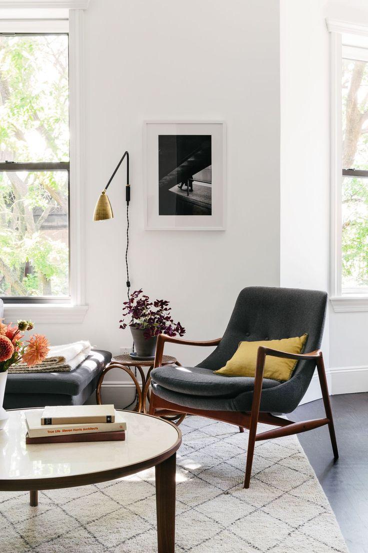 Homepolish designer Amy Row retools Lexi Mainland's living room with artwork and statement pieces.