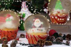 C'est Noel ! Et si vous faisiez de jolis cupcakes de noël ? Découvrez notre recette de cupcakes noël en boule de neige, super fun à réaliser !