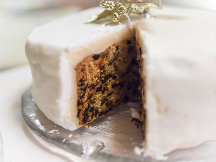 Bake a show stopping Christmas cake this year with our recipe...
