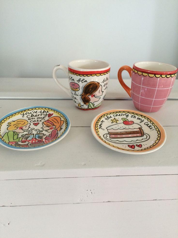Blond Amsterdam koffiemokken en petitfourschaaltjes uit 'Even bijkletsen'