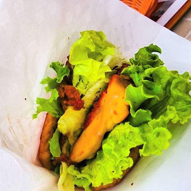 炭水化物絶対殺すマン。 肉と肉で肉を挟んだ、にくにくにくバーガー。 バカ料理。 撮るのも食べるのも難しかった。 # #ハンバーガー #hamburger #food #foodporn #肉 #lunch #🍔 #アボカド #チーズ #sunny #sunnyday #🍖 #🍗 #meat #にくにくにくバーガー #モスバーガー #有吉 #ダレトク #期間限定