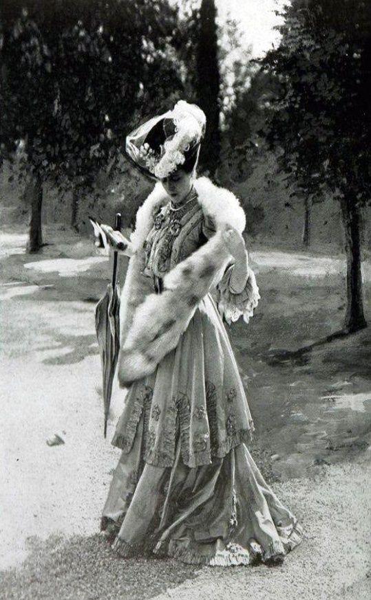 1905 - tenue de sortie avec étole de fourrure
