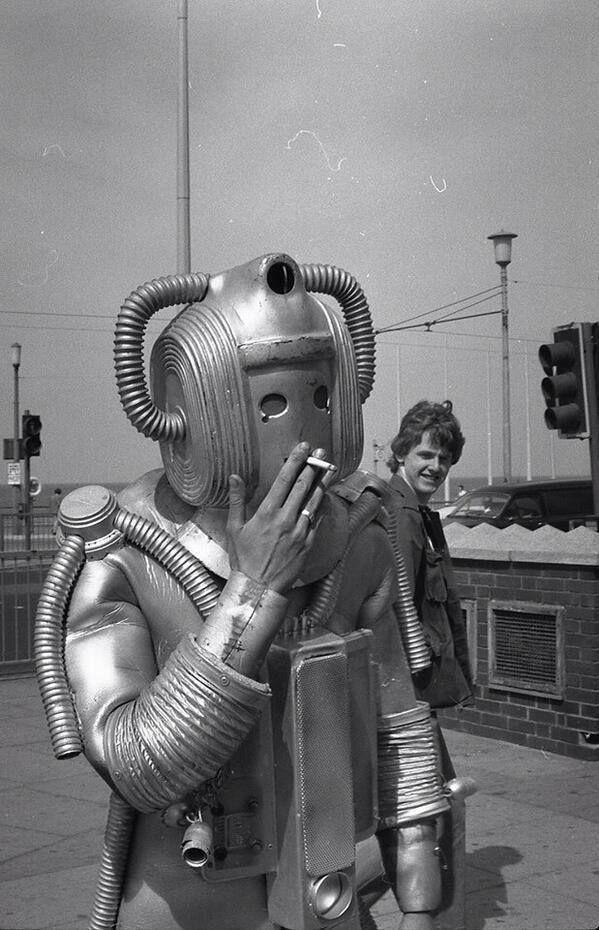 Movie days, 1950 - Alien invader having bad habits already.