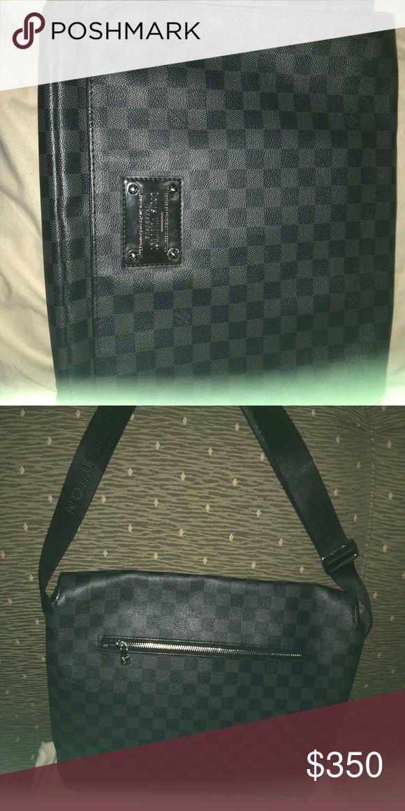 Louis Vuitton Messenger Bag Louis Vuitton messenger bag Damier pattern Louis Vuitton Bags Laptop Bags