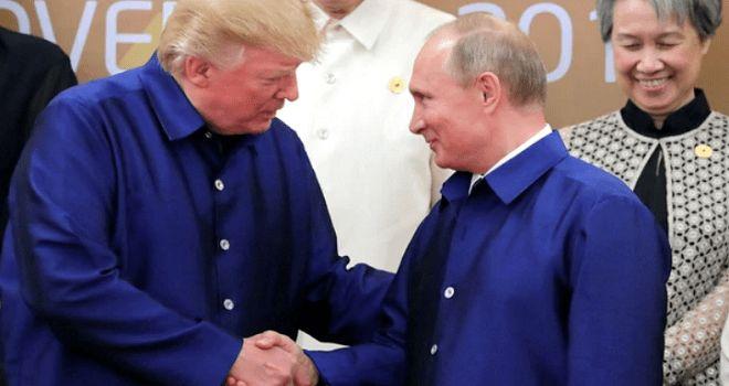 Los presidentes de EEUU y Rusia se dieron la mano y tuvieron un charla durante la cumbre del Foro de Cooperación Económica Asia-Pacífico (APEC) en Danang. Finalmente no tendrán una reunión privada …