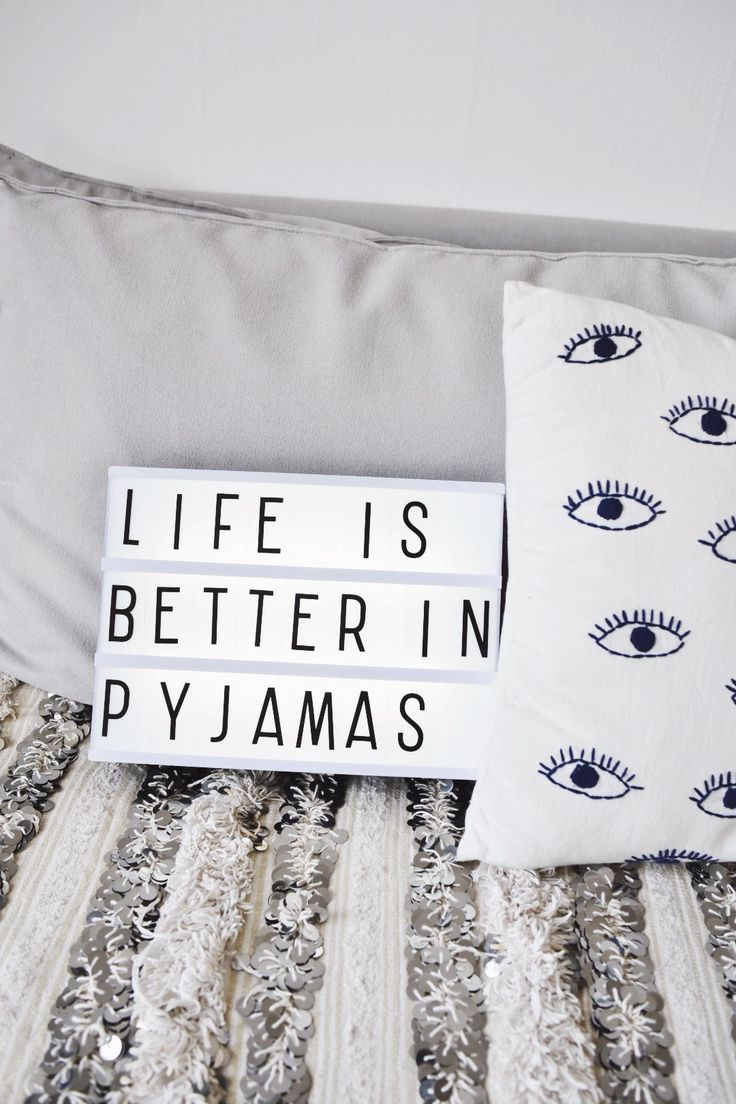 Photo by @jenniefromtheblog // www.jenniefromtheblog.com - Lightbox - life is better in pyjamas