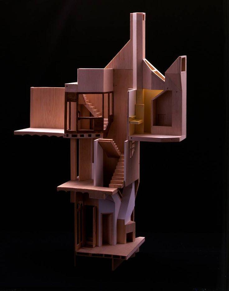 CASA PROVIDENCIA 04. Fragmento de la maqueta escala 1.50, de la escalera y lucernario, chimenea en planta baja y salida de humos en terraza.