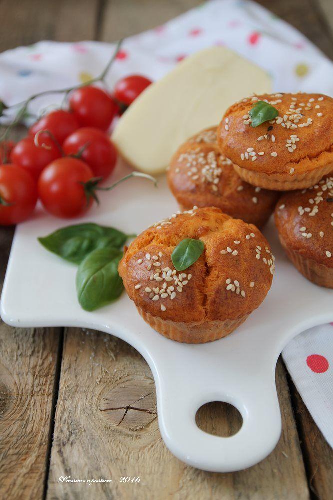 Muffins al succo di pomodoro, basilico e cuore di provola per Taste & More n.21