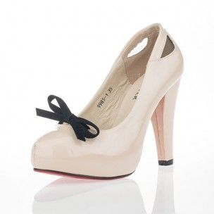 The Beige Felicity is simple and understated but classy to the max!  Its light coloured leather makes Felicity perfect for every occasion. Whether it is a fancy dinner party or a night out with your friends, Felicity will give your outfit that touch of class which will make you the most beautiful girl around!