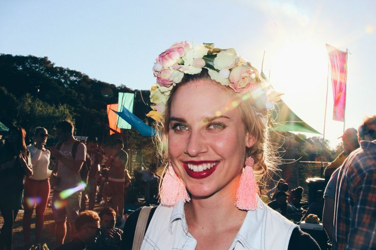 Another beautiful blonde stranger with her DIY flower crown. Best for festivals! http://shesaidsa.com/2014/06/02/st-lucia-is-the-best/