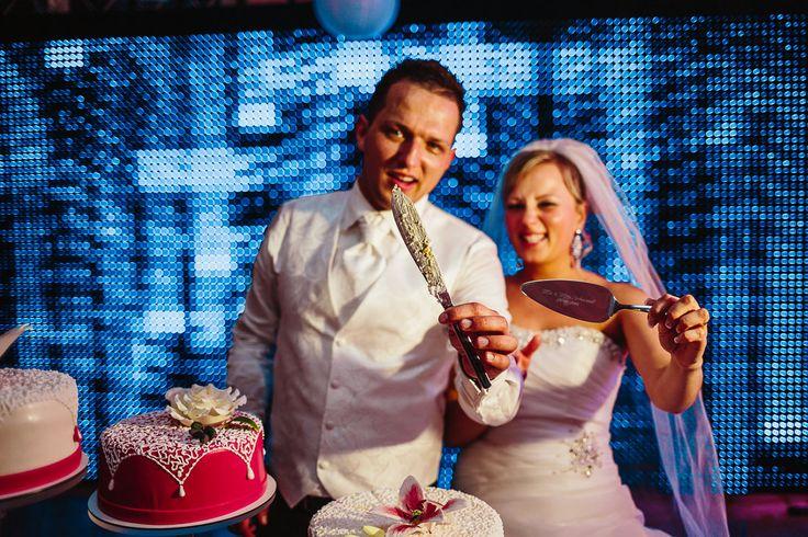www.movies-art.de | authentische Hochzeitsfotografie und Hochzeitsfilme | MoviesArt | Hochzeitsfotograf | Hochzeitsfeier | Bräutigam | Braut | Brautpaar | Hochzeit | Hochzeitstorte | erster Tanz | Hochzeitskleid | Brautstrauß | Konfetti | Brautschleier | vsco | Hochzeitsfotografie | Videograf | Hochzeitsfilm | Hochzeitsvideo
