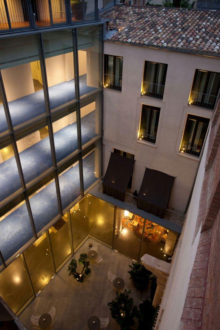 Mercer Hotel Barcelona by Rafael Moneo, courtyard