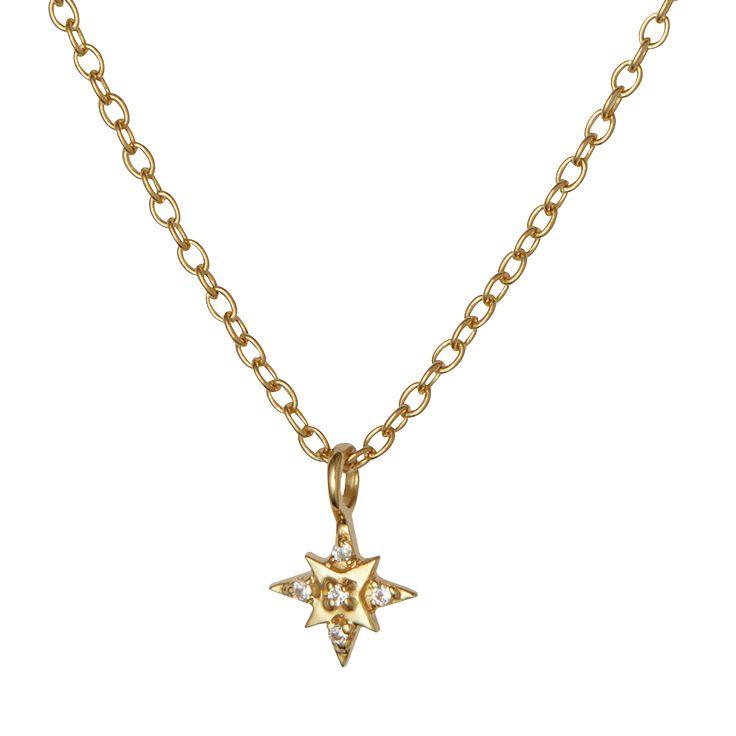 Halskæde med et charmerende vedhæng formet som en stjerne med 5 fine indfattet ædelsten.  Kædens længde er 55 cm.  Sterlingsølv (925) belagt med 18 karat guld, blankt poleret finish.  Varenummer: 2101a