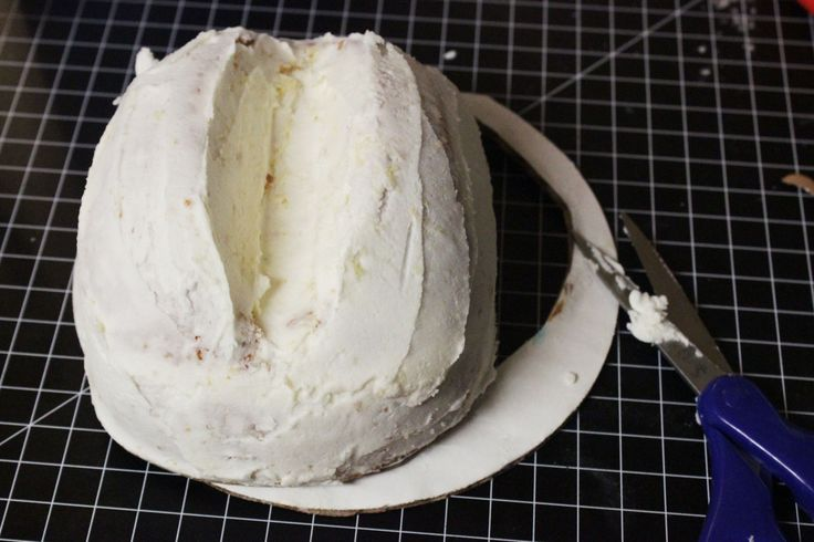 How to Make a Cowboy Hat Cake 10