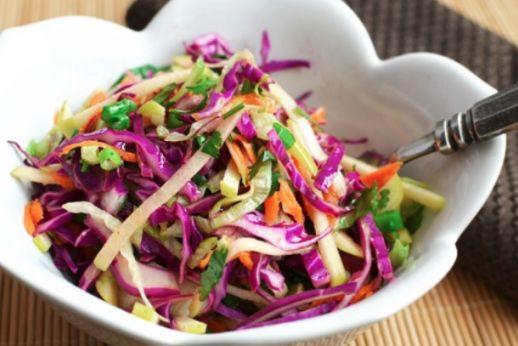 Salade de chou et de pommes...ajouter un peu de couleur dans votre journée! #salade #chou #pomme #repas #santé
