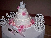 Love the carriage cake stand!